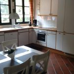 Geräumige Küche mit voller Ausstattung
